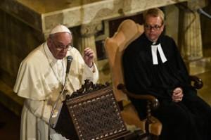 Papa-Francesco-visita-a-Chiesa-luterana-Roma-Mi-piace-fare-il-Papa-con-lo-stile-del-parroco_articleimage